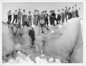 9 tourists glacier